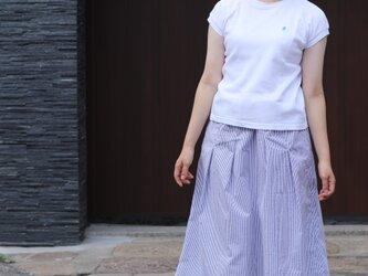 サッカーストライプ タックギャザースカート(白×ブルーストライプ)の画像