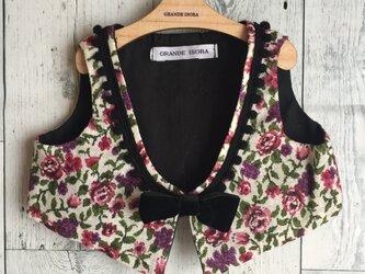 ダッフィーサイズのお洋服 ゴブラン織り風の花柄ベストの画像