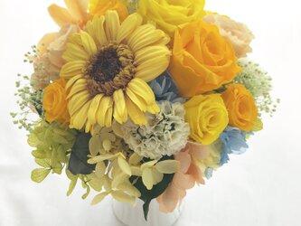 【プリザーブドフラワーアレンジ/お日さま色した陽気な花たち】フラワーケース付きの画像