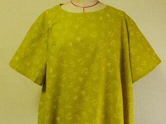 綿麻素材 刺繍ステッチ柄生地 ラウンドネック半袖プルオーバー M~LLサイズ マスタード色 受注生産の画像