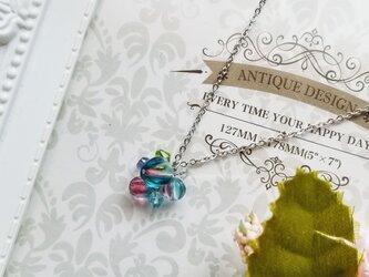 チェコビーズ フューシャブルーのネックレスの画像