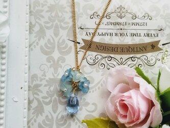 チェコビーズ お花と雫のネックレスの画像