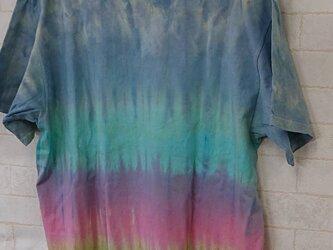 タイダイ染め ブルーとレインボーカラーのTシャツ〔男女兼用XL〕の画像