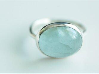 大粒アクアマリンの指輪の画像