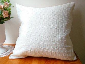 白い薔薇刺繍クッションカバー45cm×45cmの画像