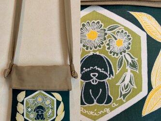 手描き手染めバティックポケットのポシェット〜一点もの・マルチーズ柄ろうけつ染〜の画像