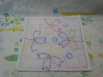 ☆手縫い☆刺し子15㎝カフェマット☆桜柄6色グラデーション糸☆赤紫色小花柄裏地付き☆敷物の画像