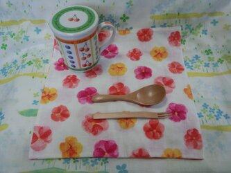 【手縫い】Wガーゼハンカチ☆大判☆27×27㎝☆手書き風お花柄☆赤系☆ランチョン☆カフェマット☆ギフトの画像
