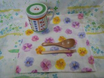 【手縫い】Wガーゼハンカチ☆大判☆27×27㎝☆手書き風お花柄☆紫系☆ランチョン☆カフェマット☆ギフトの画像