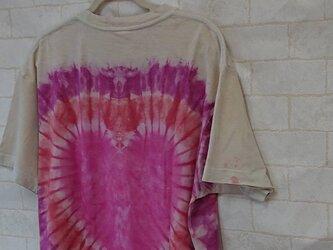 タイダイ染め ピンクのハートがくっきり♥Tシャツの画像
