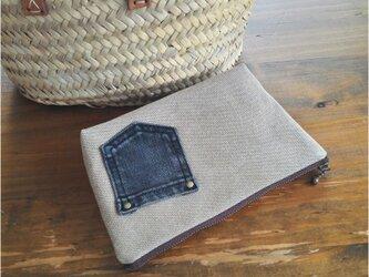 ヴィンテージ加工帆布にデニムポケットのファスナーポーチの画像