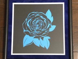 額装済み切り絵作品・青薔薇の画像