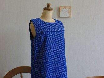 久留米絣藍色丸四角柄ワンピースの画像