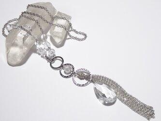 大きなクリスタルガラスと水晶(クォーツ)のロングネックレスの画像