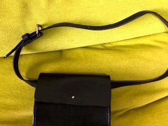 ヌメ革のウエストポーチになるミニポシェット・ブラックの画像
