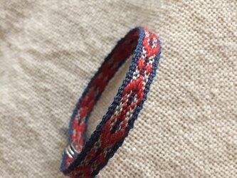 手織りのブレスレット 赤×青×生成の画像