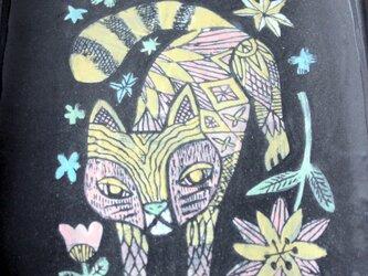 猫とお花の長方形皿の画像