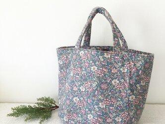 たっぷり入る❤︎アンティーク風花柄トートbagの画像
