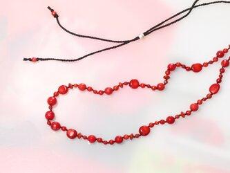 珊瑚と絹糸のネックレスの画像