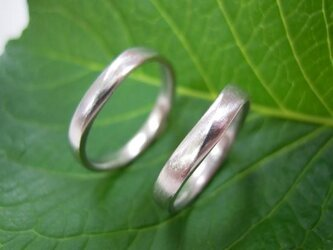 ハンドメイド結婚指輪☆粗仕上げ&お洒落なVラインの画像