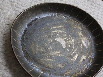 マンガン仕上げの月と星の皿の画像