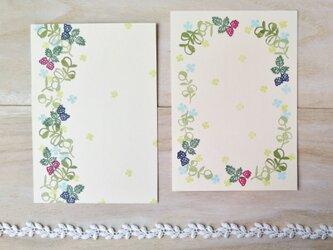 消しゴム版画 ポストカード(ラズベリーとオリーブ)の画像