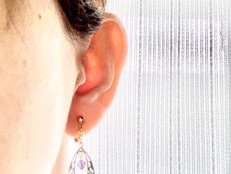 透かしドロップとスワロフスキーのイヤリングの画像