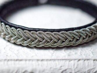 トナカイの革×ピューター糸のダブル5つ編みブレスレット Blackの画像