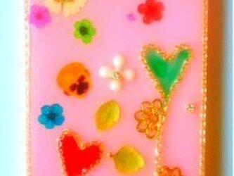 カラフルな花と小さなハートのIPHONE5/5sの画像