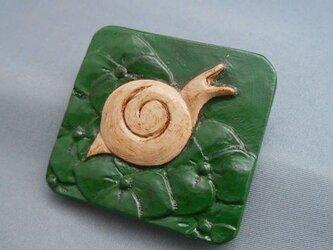 【彫刻】【漆】ブローチ あじさいにカタツムリの画像
