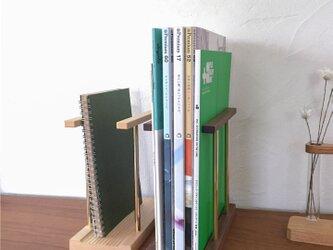 マガジンスタンド(雑誌立て、ブックエンド、マガジンラック、木と真鍮)の画像