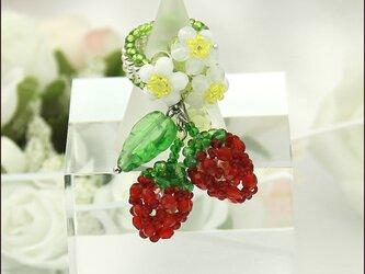 真っ赤ないちごのリング(チェコビーズの苺のビーズリング)《ビーズアクセサリー》の画像
