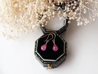 【K18】宝石質ピンクサファイアの一粒ピアス (ブリオレットカット)*9月誕生石の画像