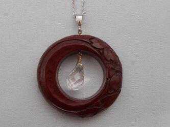 【彫刻】【漆】ペンダント 円 月に桜(乾口塗)の画像