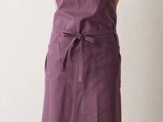 紫色のVネックエプロンの画像