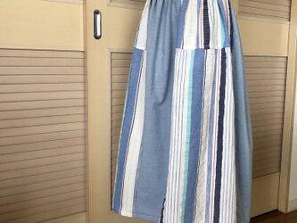 送料無料・ウエストゴム・水色とストライプのミモレ丈ギャザースカートの画像