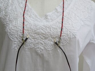 赤いビーズの眼鏡ストラップ(送料無料)の画像