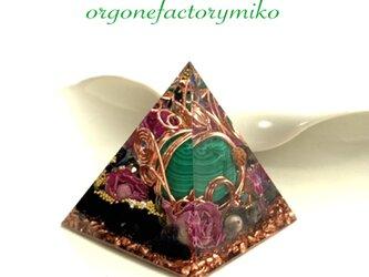 ☆バリ島マラカイト 幸運 癒し 邪気払い 幸運メモリーオイル入 ピラミッド オルゴナイトの画像