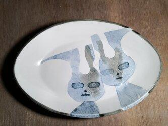 パスタ皿(無言の圧力。うさぎ二人)の画像