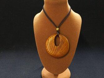桑の銘木材で作った木製ペンダントの画像