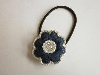 お花ししゅうヘアゴム(紺)の画像