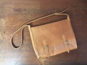 ビンテージ加工 牛革 ベージュ メールバッグ ショルダーバッグの画像