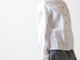 シャドーリネン・ラッフル襟・ブラウス/ホワイトの画像