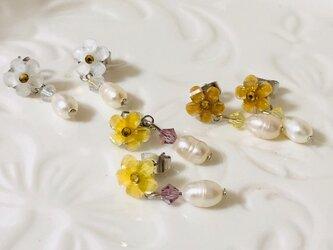 淡水パールと小花のピアス [ホワイト] 天然石 パワーストン スワロフスキー 【cp-013】の画像
