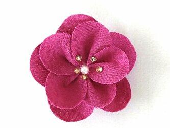 花のスワロフスキーブローチの画像