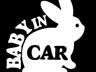 ★BABY IN CAR★ウサギ★白色の画像