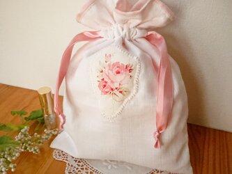 薔薇のアップリケ♪Wガーゼの巾着袋 ピンクの画像
