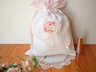 薔薇のアップリケ♪Wガーゼの巾着袋 クリームの画像