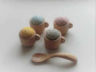 コーヒーカップの小さなピンクッション(こぎん刺し・4色)の画像