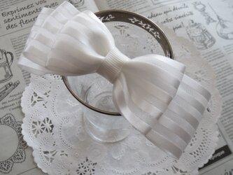 ★フォーマル★ 白のオーガンジーのミルフィーユリボンのヘアゴムの画像